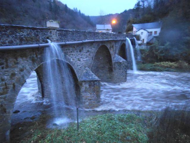 28 11 2014 17h cascades du pont neuf