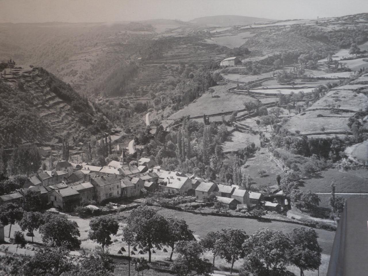 3-Trèves ancien, depuis la route de Lanuejols