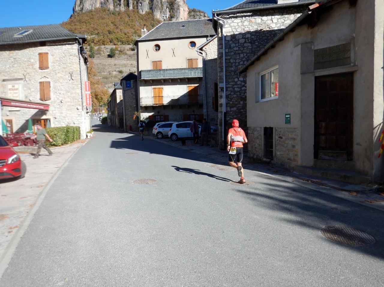 La traversée du Village 8