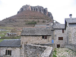 2 treves actuel rocher du regard vu du village
