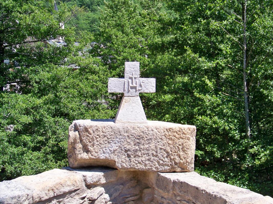 Croix pont vieux